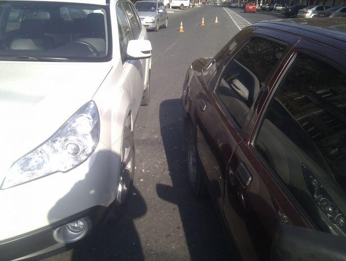 В Мариуполе  автомобилисты «догоняли» друг друга (Фотофакт), фото-4
