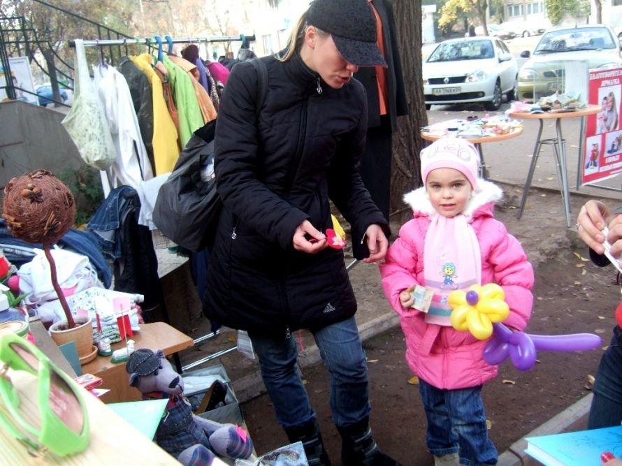На благотворительной ярмарке в Кривом Роге собирали деньги на лечение тяжелобольной молодой мамы (фото) - фото 3