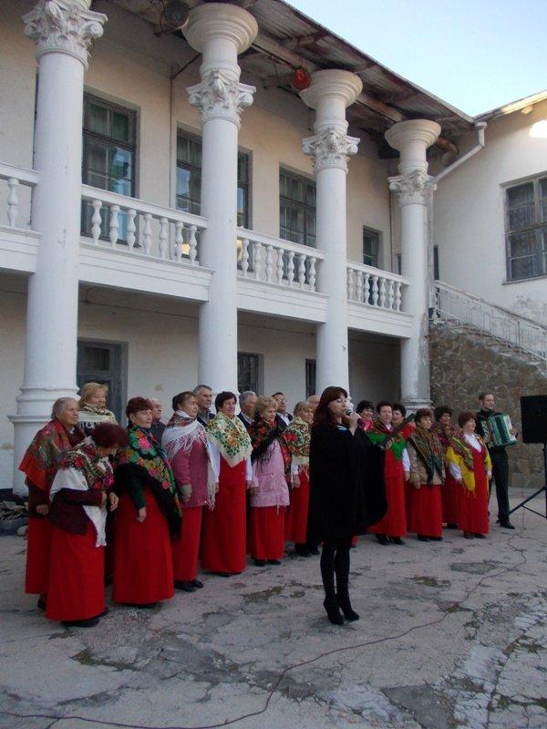 В Артемовске годовщину освобождения Украины от немецко-фашистских захватчиков отмечали песнями и танцами, фото-1