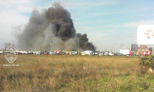 Сегодня на рынке « Куяльник» сгорели запчасти на тысячи долларов Фото, фото-1