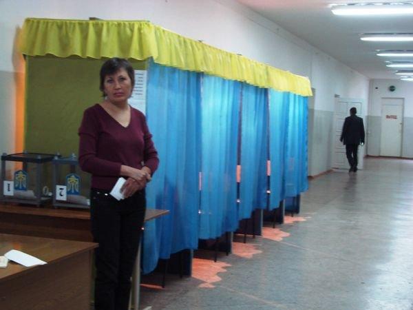 В Артемовске вовремя открылись все избирательные участки. Их штурмуют пенсионеры и студенты, фото-3