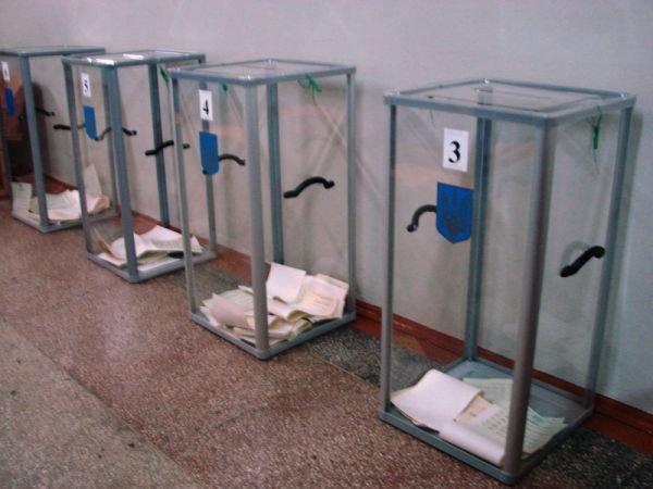 В Артемовске вовремя открылись все избирательные участки. Их штурмуют пенсионеры и студенты, фото-5