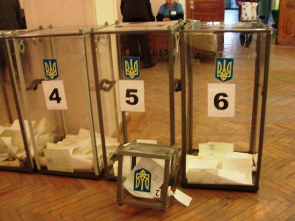 В Артемовске вовремя открылись все избирательные участки. Их штурмуют пенсионеры и студенты, фото-2