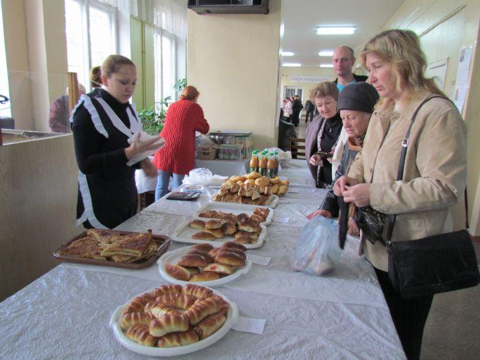 Мариупольцев заманивают на избирательные участки бутербродами (ФОТО), фото-6