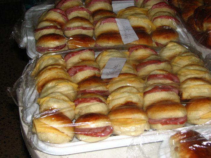 Мариупольцев заманивают на избирательные участки бутербродами (ФОТО), фото-2