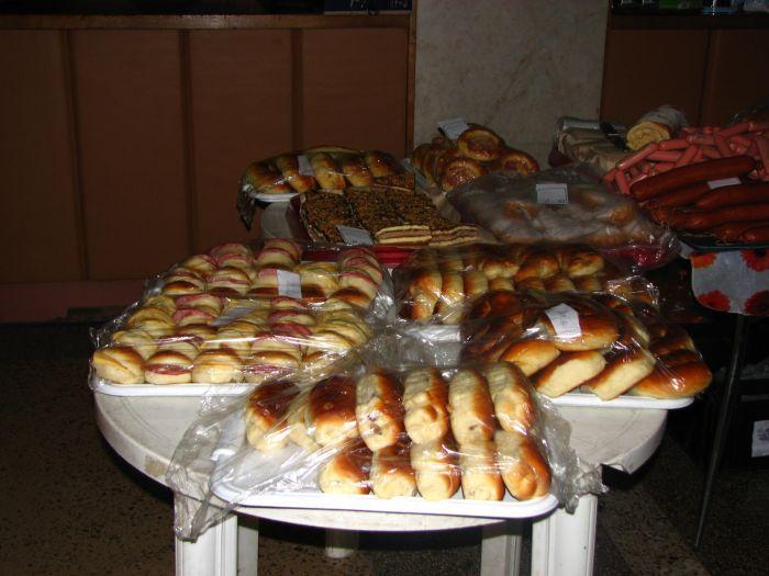 Мариупольцев заманивают на избирательные участки бутербродами (ФОТО), фото-1