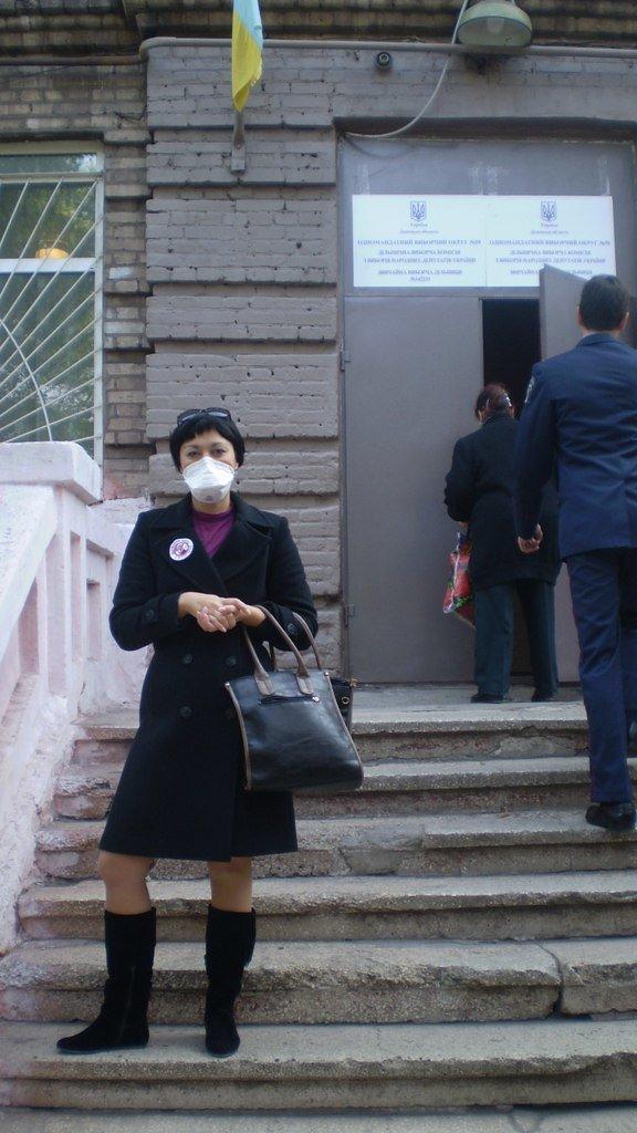 В Мариуполе на избирательные участки приходят голосовать в противогазах (ФОТО), фото-2