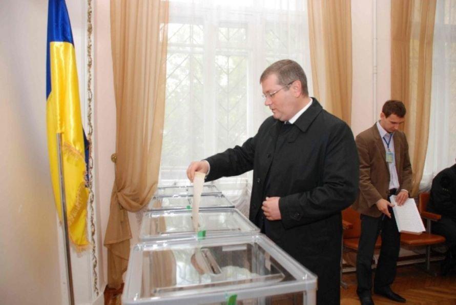 Губернатор области Александр Вилкул проголосовал в Кривом Роге, фото-1