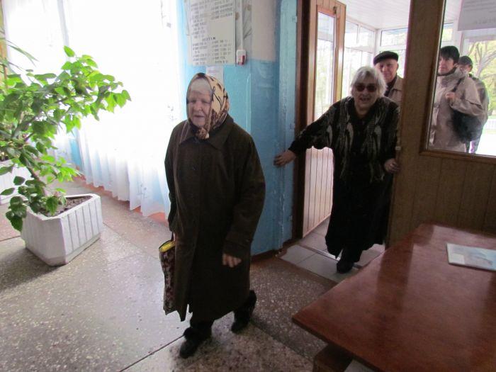 В Мариуполе  на избирательном участке  пожилой женщине стало плохо, фото-1
