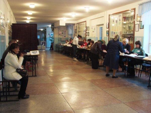 На «новом» все спокойно: на артемовских избирательных участках этого района не зафиксировано ни одного нарушения, фото-2