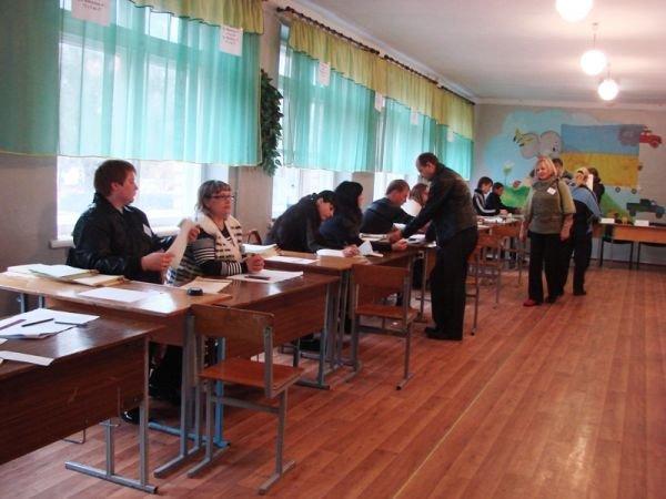 На «новом» все спокойно: на артемовских избирательных участках этого района не зафиксировано ни одного нарушения, фото-4