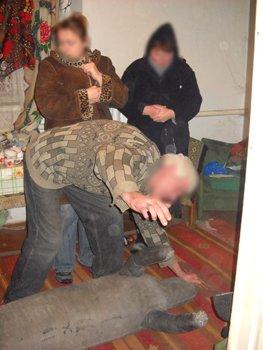 В Мариуполе осужден мужчина, который до смерти избил свою пожилую мать, фото-1