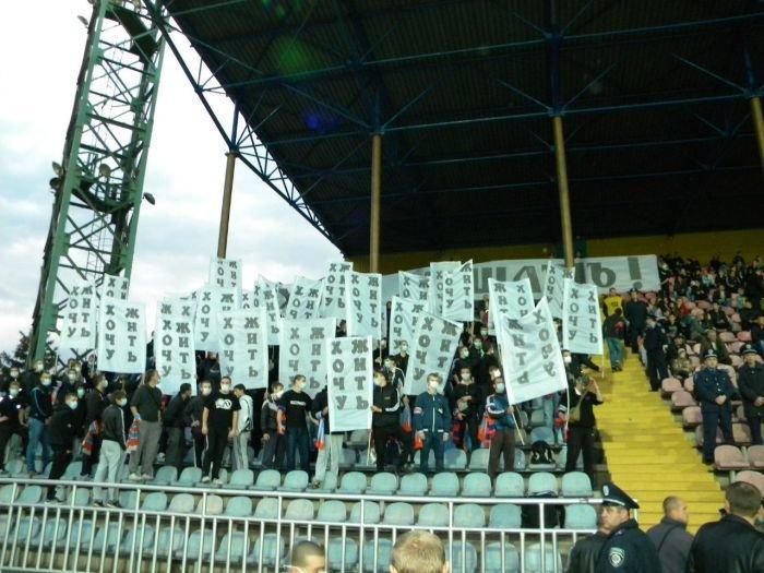В Мариуполе фанаты устроили экологическую акцию во время футбольного матча (ФОТОРЕПОРТАЖ), фото-3