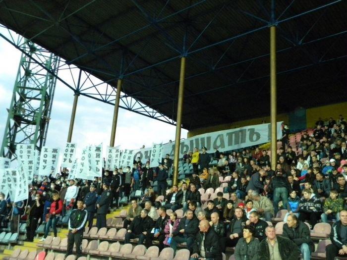 В Мариуполе фанаты устроили экологическую акцию во время футбольного матча (ФОТОРЕПОРТАЖ), фото-2
