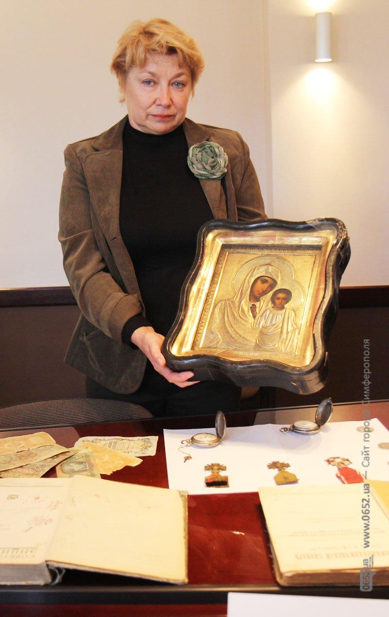 Таможенники подарили крымским музеям полсотни раритетов (фото), фото-2