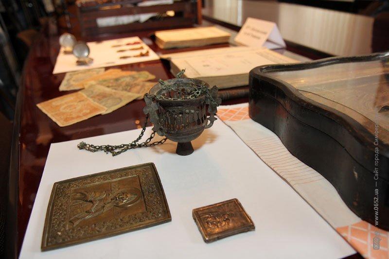 Таможенники подарили крымским музеям полсотни раритетов (фото), фото-4