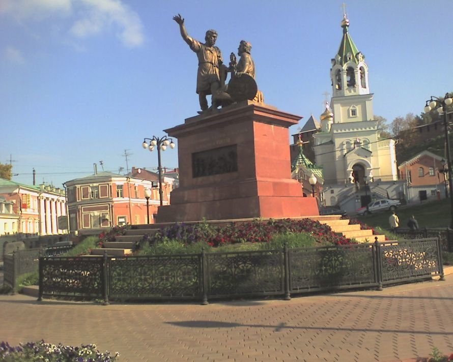 Monument_Minin_and_Pozharsky_in_NN[1]