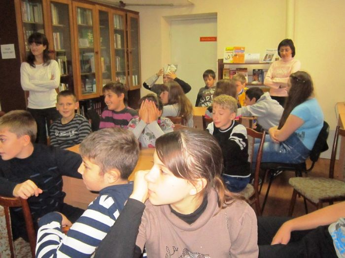 В Мариуполе школьники шили костюмы из газет и жарили котлеты с помощью мимики (ФОТО), фото-2