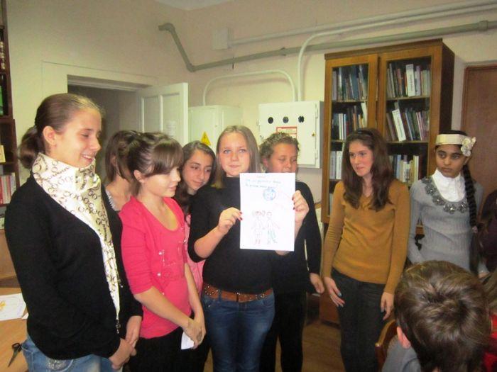 В Мариуполе школьники шили костюмы из газет и жарили котлеты с помощью мимики (ФОТО), фото-1