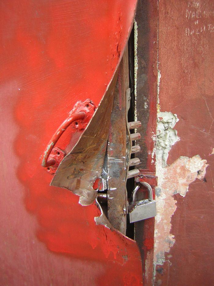 В Мариуполе под покровом ночи взломали сервисный центр (ФОТО), фото-3