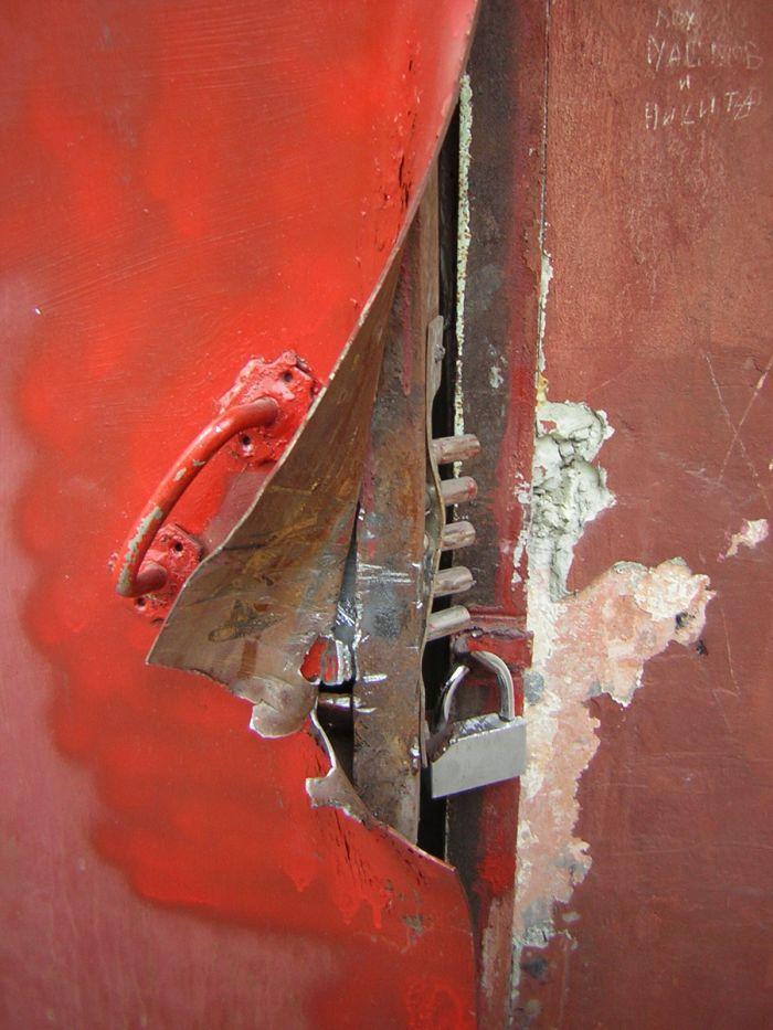 В Мариуполе под покровом ночи взломали сервисный центр (ФОТО), фото-2