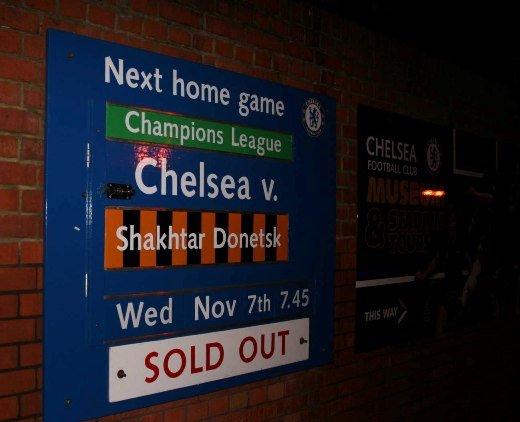 На матч с «Шахтером» фанаты «Челси» раскупили все билеты (фото) - фото 1
