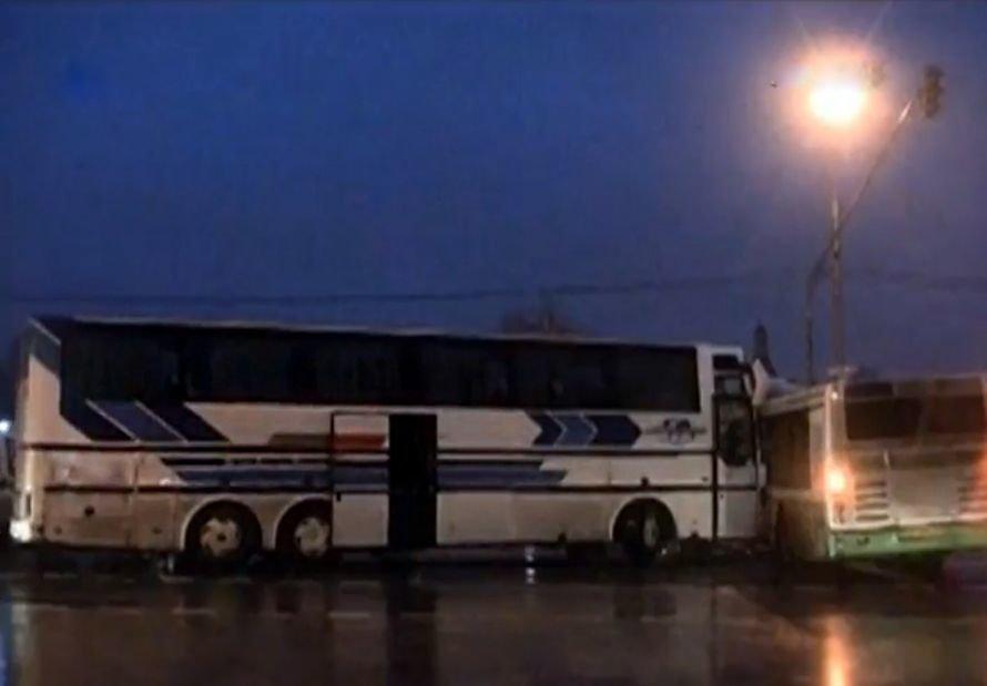 Автобус «Москва - Липецк» протаранил и разорвал маршрутный «ЛиАЗ» (ВИДЕО), фото-1