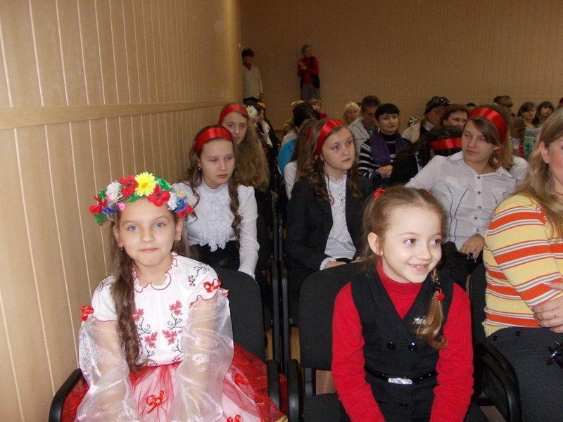 Артемовские школьники отмечали День украинской письменности фестивалем песен, фото-1