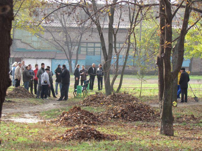 В Мариуполе  в некогда опасном месте Ильичевского района заложили новый сквер (Фоторепортаж), фото-1