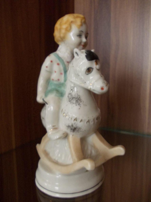 В Артемовском музее выставляют Пушкина и Садко из фарфора и фаянса, фото-2