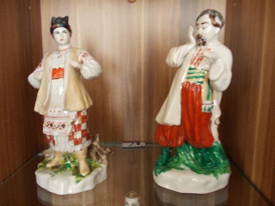 В Артемовском музее выставляют Пушкина и Садко из фарфора и фаянса, фото-5