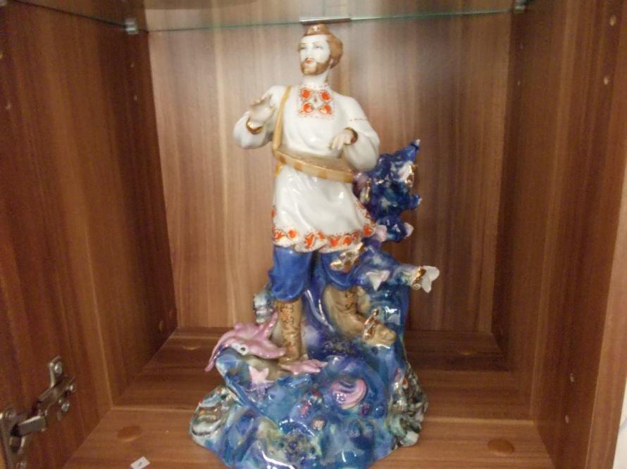 В Артемовском музее выставляют Пушкина и Садко из фарфора и фаянса, фото-6