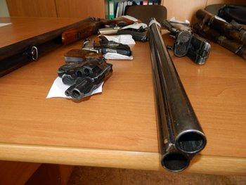 Мариупольцы добровольно избавились от охотничьих ружей, газовых и травматических пистолетов, фото-1