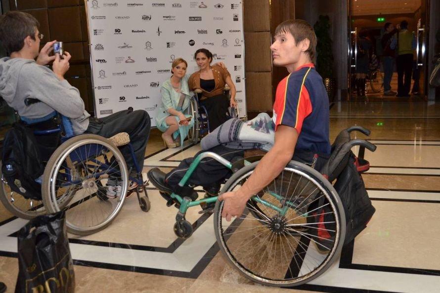 В Харькове представили супер-современную коллекцию одежды для инвалидов (фото), фото-1