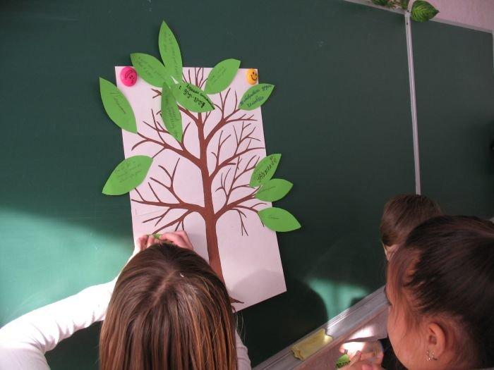 Учащиеся 5 - А класса создают свое Дерево толерантности