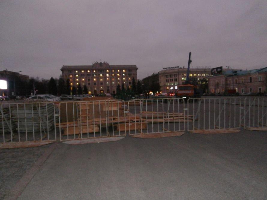 На площади Свободы устанавливают елку, а супермаркеты обвешаны дождиком: Харьков  начал готовиться к новому году (ФОТО), фото-7
