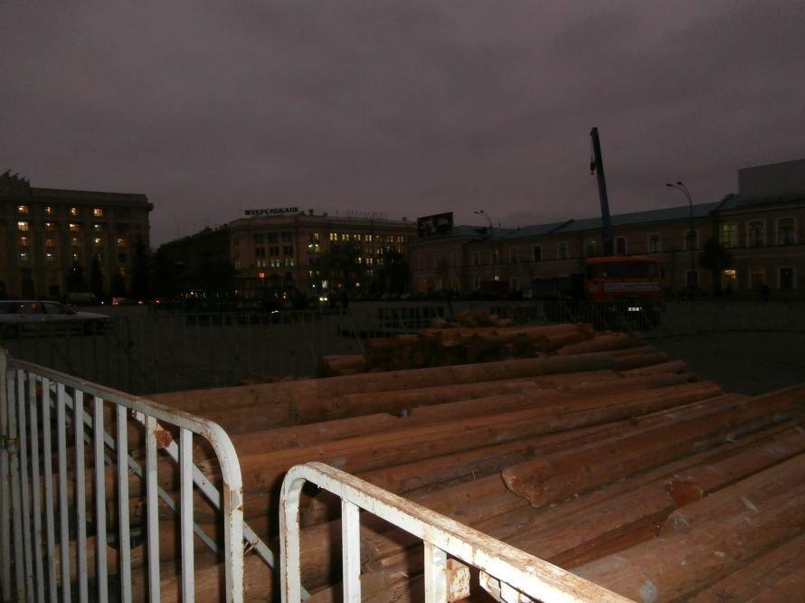 На площади Свободы устанавливают елку, а супермаркеты обвешаны дождиком: Харьков  начал готовиться к новому году (ФОТО), фото-6