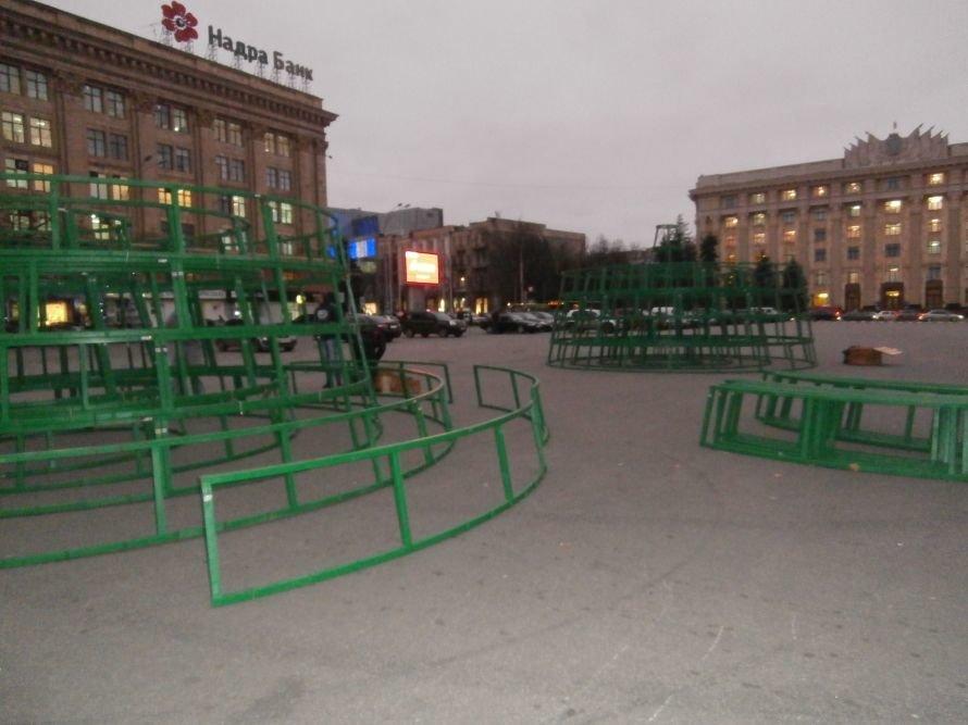 На площади Свободы устанавливают елку, а супермаркеты обвешаны дождиком: Харьков  начал готовиться к новому году (ФОТО), фото-2