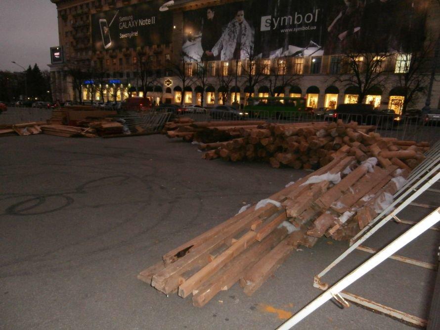 На площади Свободы устанавливают елку, а супермаркеты обвешаны дождиком: Харьков  начал готовиться к новому году (ФОТО), фото-4
