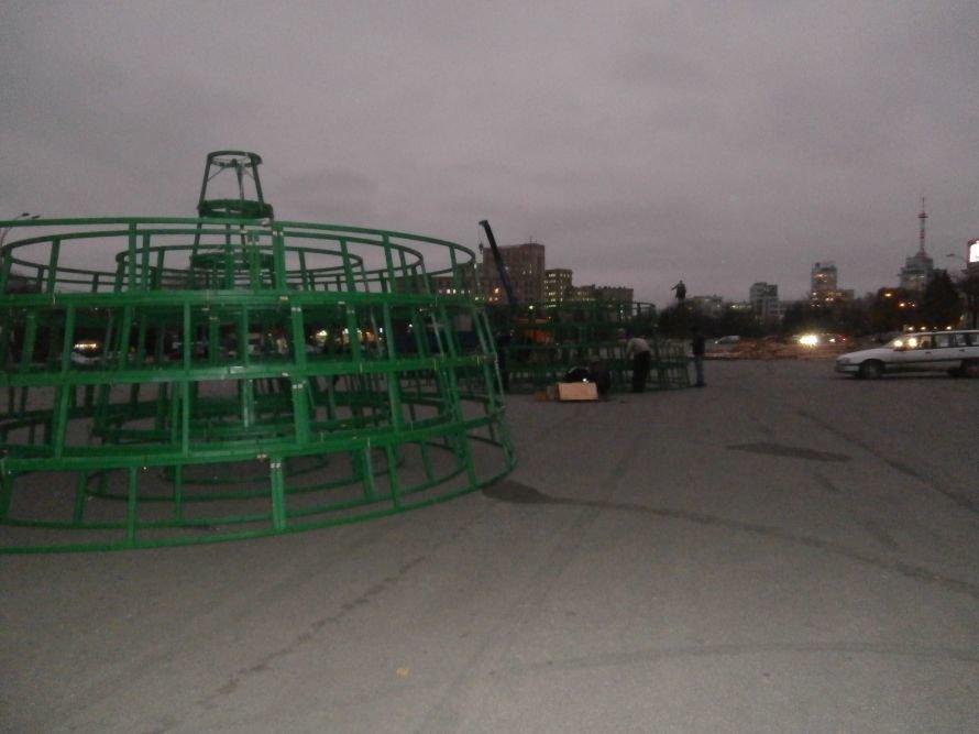 На площади Свободы устанавливают елку, а супермаркеты обвешаны дождиком: Харьков  начал готовиться к новому году (ФОТО), фото-10