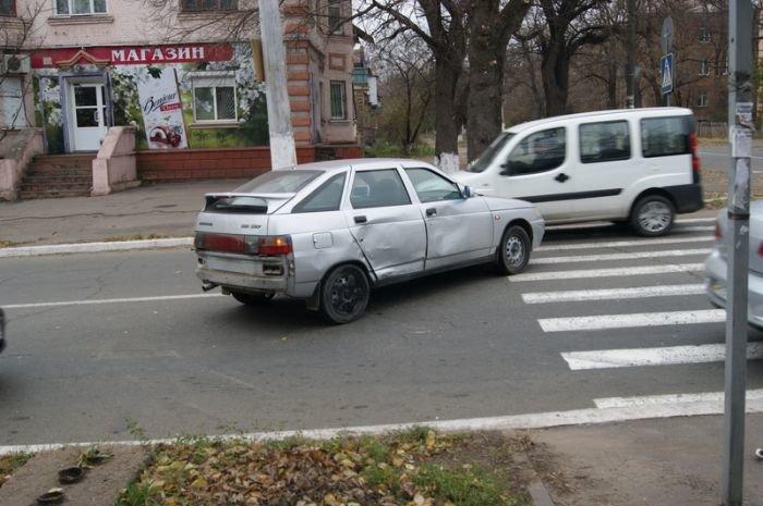 В Мариуполе легковушки не поделили перекресток (Фотофакт), фото-3