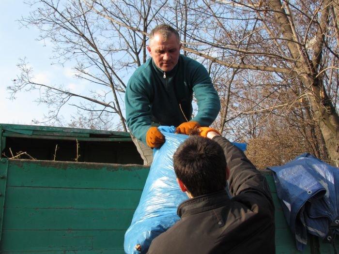 На молодежном субботнике в Мариуполе Юрий Хотлубей решил разбить сквер (ФОТО), фото-8