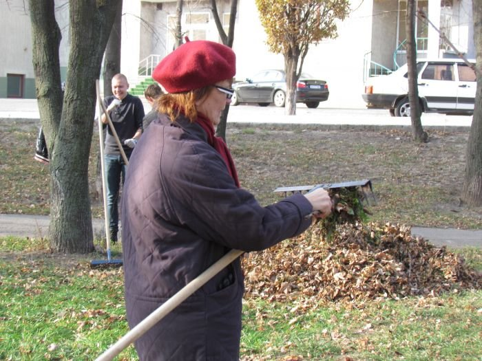 На молодежном субботнике в Мариуполе Юрий Хотлубей решил разбить сквер (ФОТО), фото-6