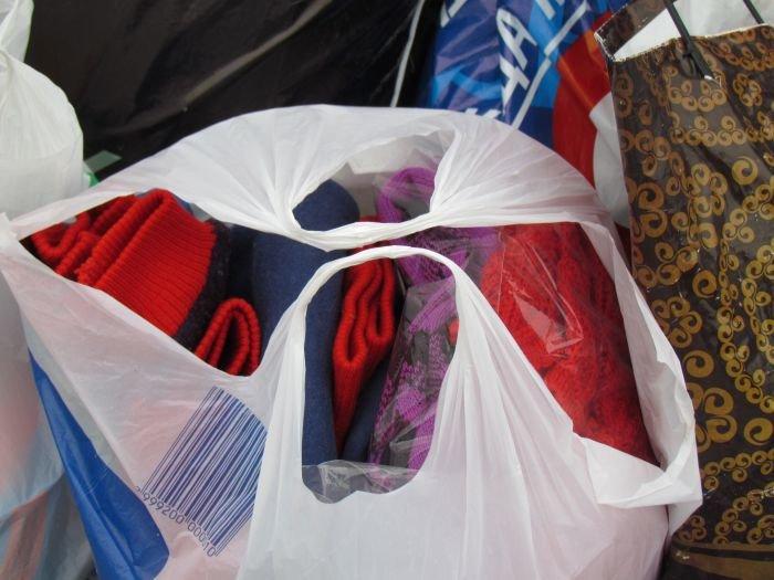 В Мариуполе десятки неравнодушных отдали животным продукты, газеты и даже матрас (ФОТО), фото-18