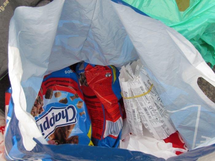 В Мариуполе десятки неравнодушных отдали животным продукты, газеты и даже матрас (ФОТО), фото-10