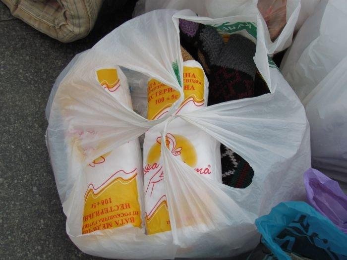 В Мариуполе десятки неравнодушных отдали животным продукты, газеты и даже матрас (ФОТО), фото-9