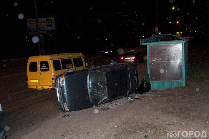В Чебоксарах «пятнашка» влетела в остановку и задела женщину, фото-1