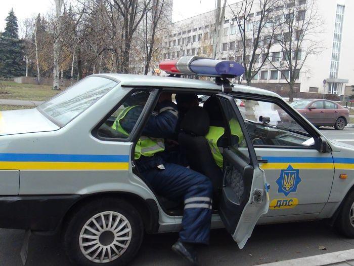 В Мариуполе сотрудники ГАИ остановили такси, пассажир которого вез наркотики (ФОТО), фото-2