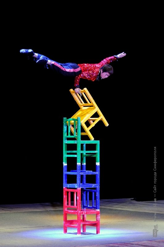 цирк 105