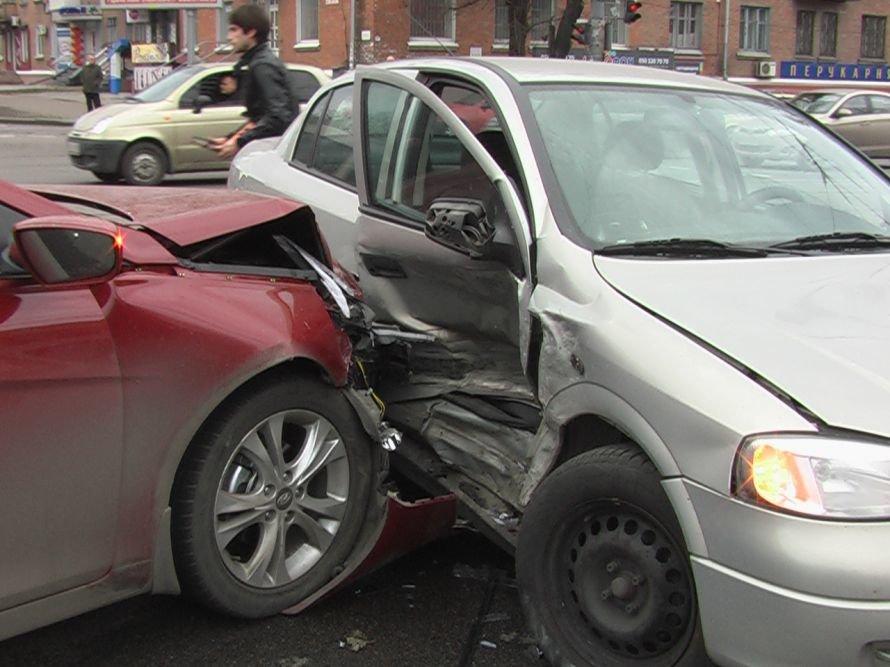 ДТП в Днепропетровске: водители «вешают» вину друг на друга (ФОТО), фото-1